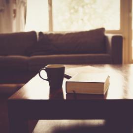Giv dine møbler nyt liv med flot nyt møbelstof