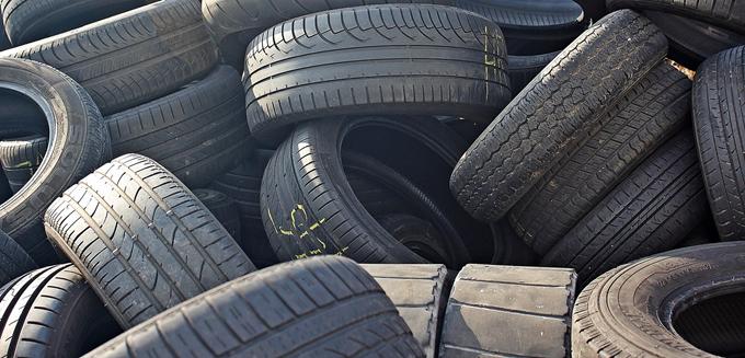 Opbevar dine dæk på solide og overskuelige dækreoler